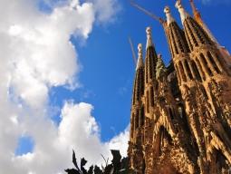 STWバルセロナ支店お勧め♪サグラダファミリア入場&街歩き&セットランチを堪能♪4つ星ホテル指定!KLMオランダ航空で行く5日間