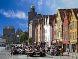 成田発KLMオランダ航空で行く!世界遺産フィヨルド観光の拠点&カラフルな街ベルゲンに3連泊!フリープラン5日間 【延泊&アレンジ自由自在】