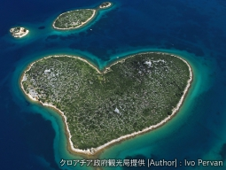 <ハートの島を空から & 青の洞窟を二人きりで♪>フヴァル島&ブレッド湖&鍾乳洞&ドブロブニクへ!クロアチアとスロベニア2カ国周遊10日間
