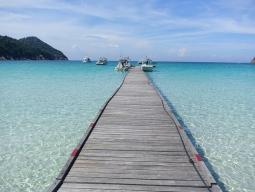レダン島ならSTWにお任せ!マレーシア航空でいく! 待望のシーズン到来!白砂と青いグラデーションの海に感動! ターラスビーチ&スパ指定5日間