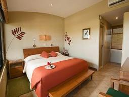☆ハネムーンにおすすめ☆フィンチベイエコホテルに泊まる☆世界遺産ガラパゴス諸島をアイランドホッピングで巡る 8日間【デルタ航空】