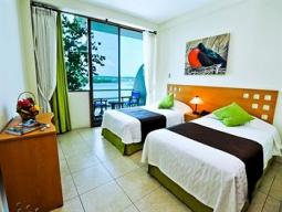サンタクルス島スーペリアクラスホテル泊 世界遺産ガラパゴス諸島をアイランドホッピングで巡る☆選べるキトプラン 8日間