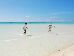 【学生旅行】STW限定5大特典付♪どこよりもお得に世界のベストビーチへ★往復カティクランで楽々&ホワイトサンドビーチそばのホテル確約 4日間