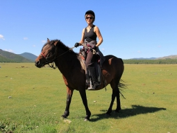 ◇3名参加限定料金◇ 《ずっと乗馬で草原を駆けていたい》その夢、清流と山に囲まれたテレルジ国立公園で叶えましょう★ 直行便でいくモンゴル4日間