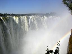 ビクトリアの滝+チョベ国立公園+クルーガー私営保護区+ケープタウンを訪れる南部アフリカ4ヵ国周遊9日間