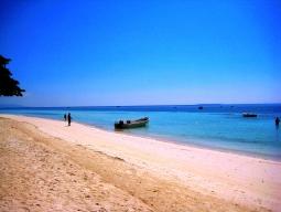 フィリピン航空でボホール島へ!プールも海も満喫できる大型リゾートヘナンアロナビーチ滞在 朝食付き 4泊5日