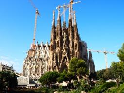 バルセロナで人気のやりたいことを叶える♪サグラダファミリア入場&旧市街にタイムスリップ!バル巡りも★関西発エミレーツ航空6日間