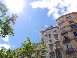 【4-5月限定】お得にビジネスクラス体験☆4つ星ホテル「コロン」指定 バルセロナ5日間