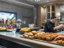 ≪8/11限定≫JALマイル貯まるアメリカン航空!朝食&WiFiの無料特典付!立地抜群で便利なマンハッタン・アット・タイムズスクエア滞在5日間