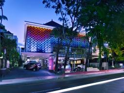 シンガポール航空 専用車送迎&STWだけの15大特典付!クタ中心にある好立地!「フェイブホテル クタ カルティカプラザ」5日間